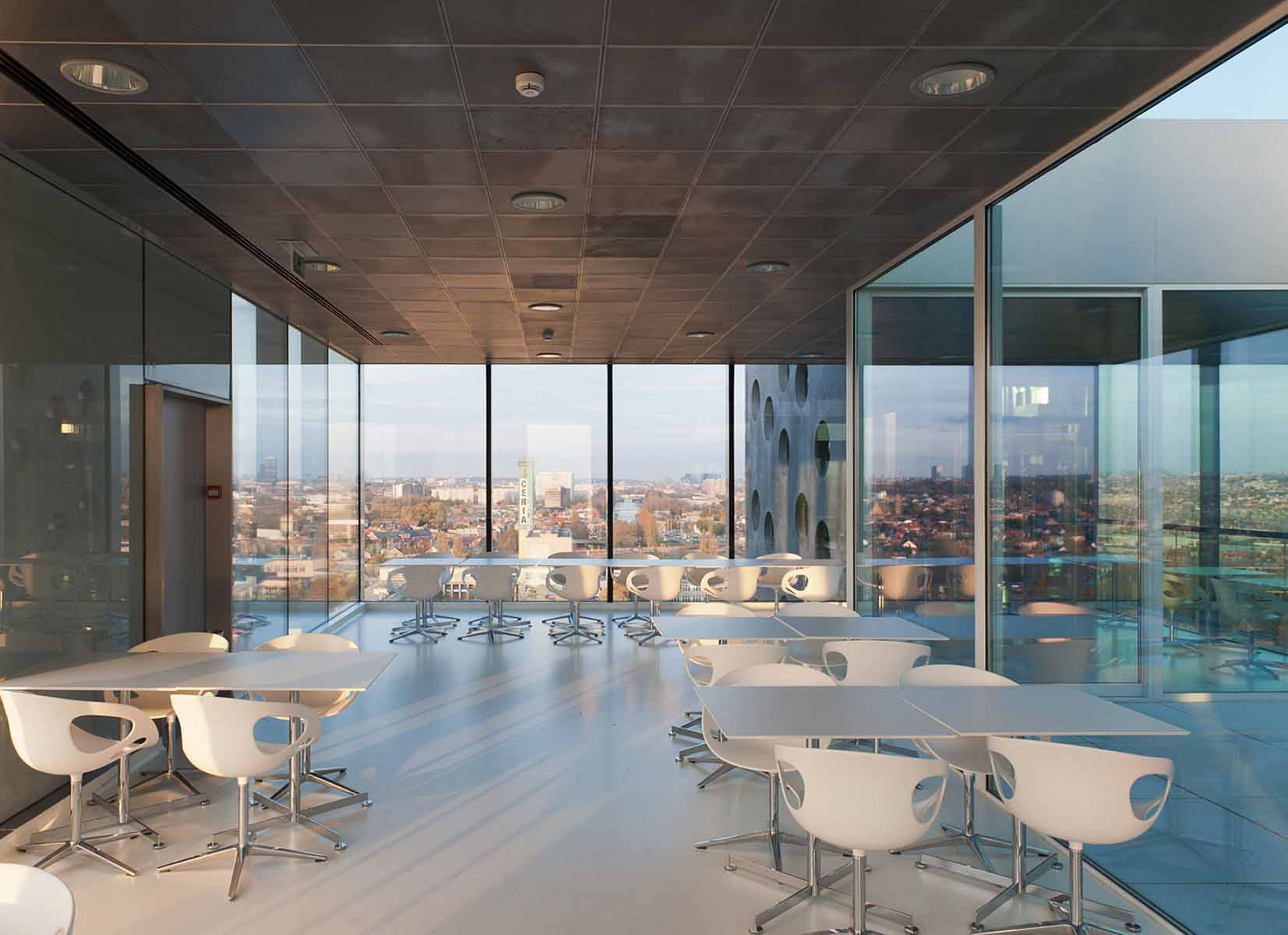 La imagen tiene un atributo ALT vacío; su nombre de archivo es BigMat-International-Architecture-Award-13-Grand-Prize-Elishout-Kitchen-Tower-Campus-COOVI-Brussels-by-Xaveer-De-Geyter-Architects-XDGA-©-Frans-Parthesius.jpg