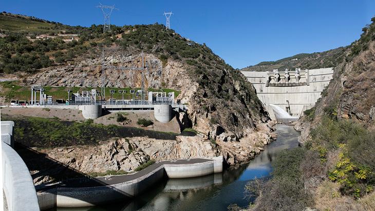 La imagen tiene un atributo ALT vacío; su nombre de archivo es BigMat-International-Architecture-Award-19-Grand-Prize-Power-Plant-for-the-FOZ-TUA-DAM-2018-Foz-do-Tua-Portugal-Souto-Moura-Arquitectos-S.A.-©Juan-Rodriguez.jpg
