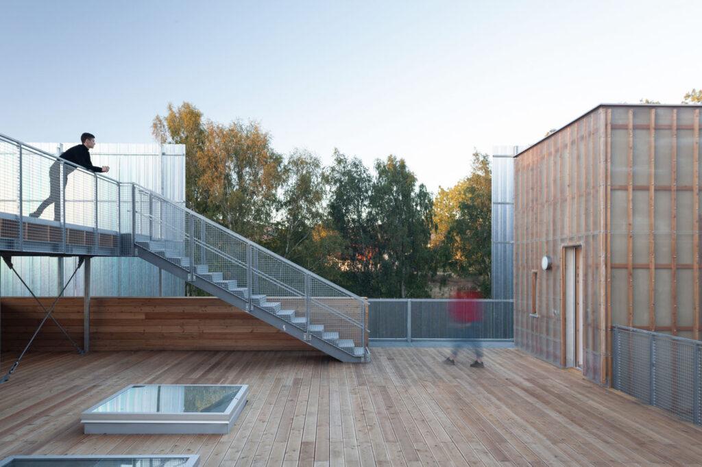 La imagen tiene un atributo ALT vacío; su nombre de archivo es Stolin_Architects_Kindergarden_-_photo_Alex_shoots_buildings-20-1024x682.jpg