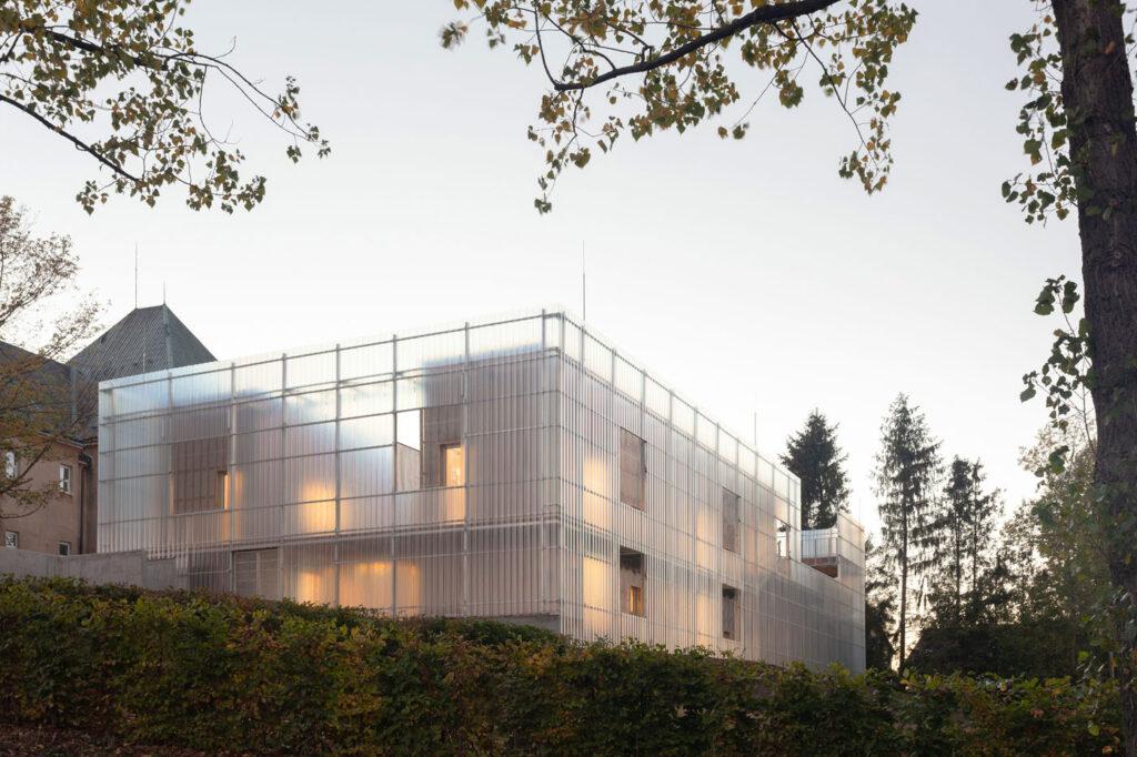 La imagen tiene un atributo ALT vacío; su nombre de archivo es Stolin_Architects_Kindergarden_-_photo_Alex_shoots_buildings-28-1024x682.jpg