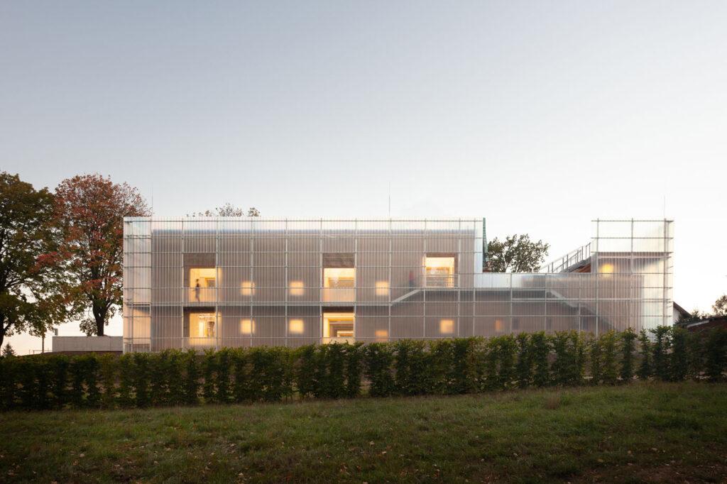 La imagen tiene un atributo ALT vacío; su nombre de archivo es Stolin_Architects_Kindergarden_-_photo_Alex_shoots_buildings25-1024x682.jpg