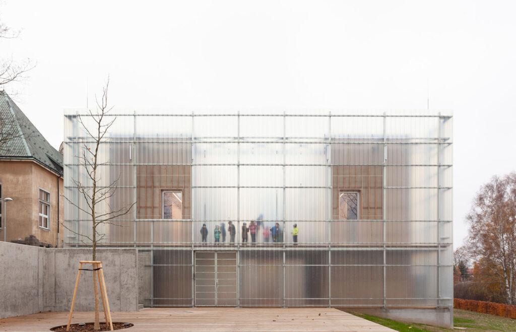 La imagen tiene un atributo ALT vacío; su nombre de archivo es Stolin_Architects_Kindergarden_-_photo_Alex_shoots_buildings_s2-10-1024x659.jpg